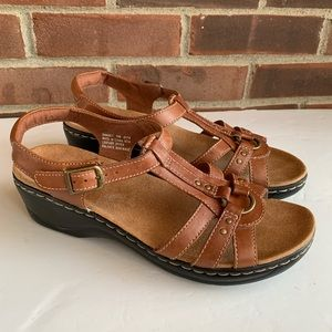 Like new Clarks brown leather sandals